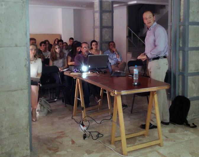 A raíz del taller sobre datos abiertos en Espacio Cienfuegos: tejiendo una red de personas interesadas en open data y visualización de datos en Málaga