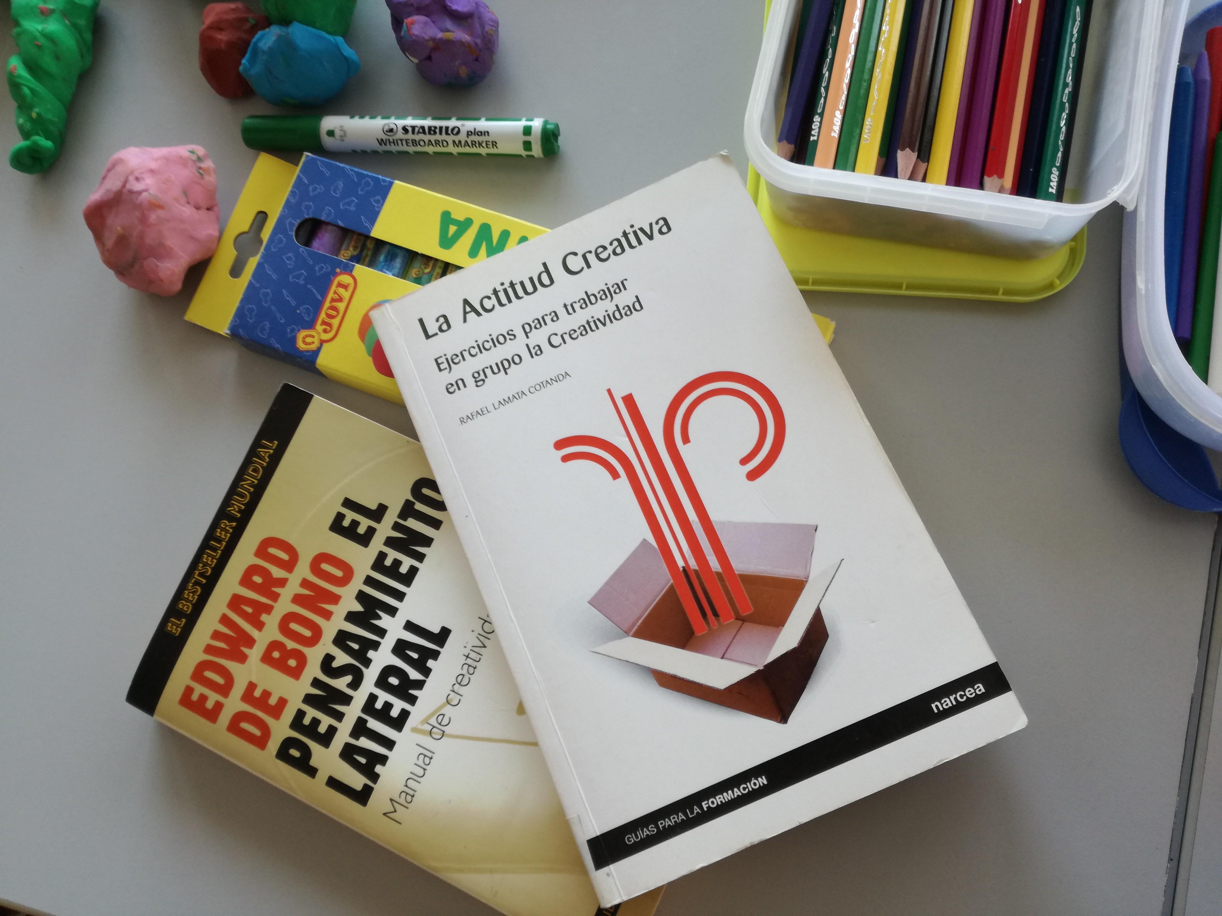 Entrenando el lado derecho: crónica de un curso sobre creatividad e innovación en el IAAP