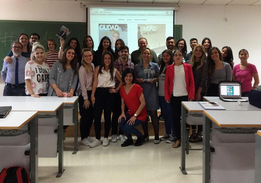 Presentación de Ciudad con Alma, revista innovadora hecha con talento y de corazón, ante mis alumnos de Periodismo