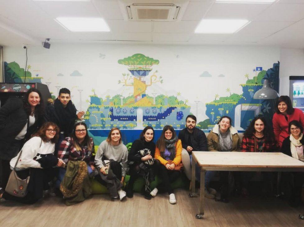 Conociendo más sobre Freepik en una visita con mis estudiantes de Periodismo de la UMA