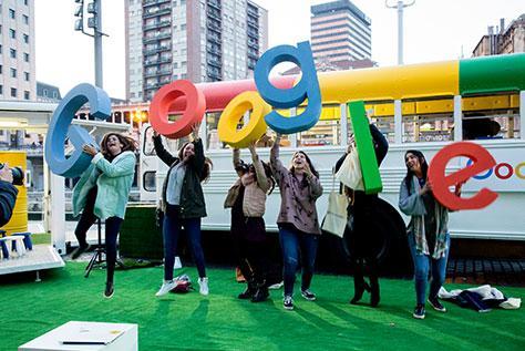 Dispuesta a subirme al autobús de Google a compartir ideas sobre competencias digitales y uso profesional de social media en #GoogleActivate de Málaga